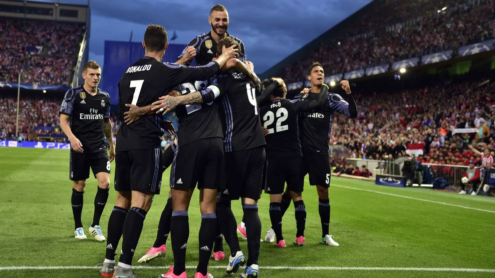 Real Madrid players celebrate Isco's goal against Atletico Madrid