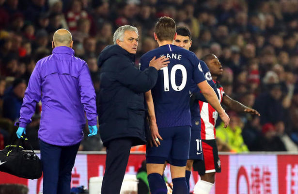 Tottenham Hotspur manager Jose Mourinho pats Harry Kane on the back after he goes off the pitch injured